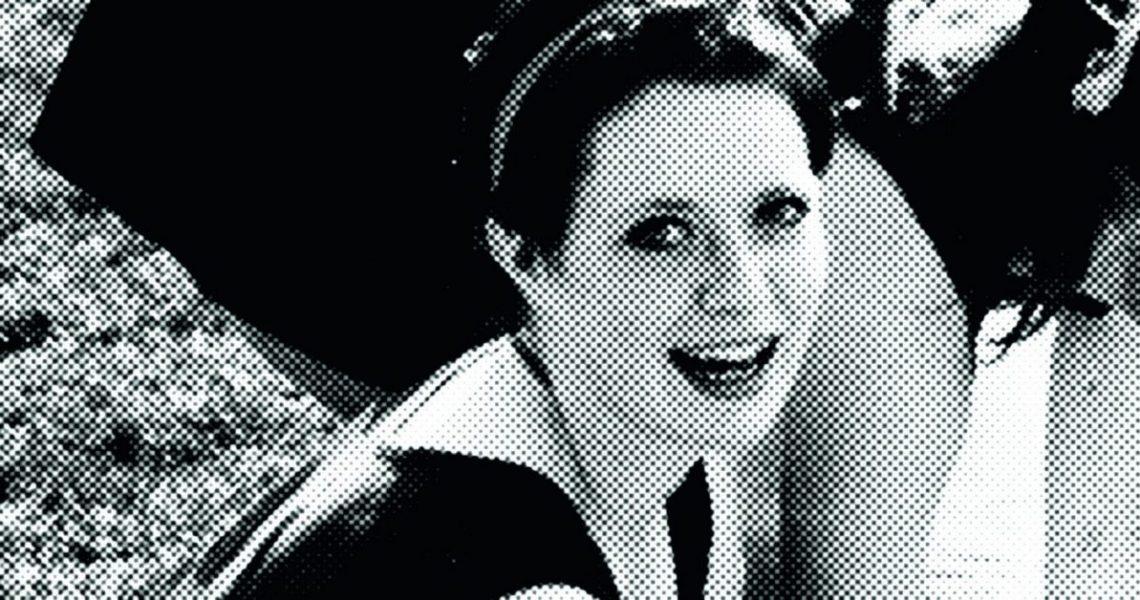 FILER 1990 of Stine Geisler- - Stine Geisler was found dead in the spring 1990 in Copenhagen. Her murderer is never found. Stine Geisler døde 2. pinsedag 1990 få dage før sin studentereksamen. Hendes morder er aldrig fundet. Historien om mordet på Stine Geisler er en ond historie uden håb og forløsning. Der er ingen opklaring for enden af teksten.